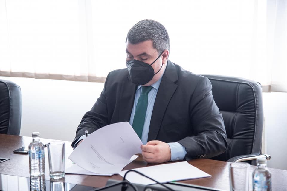Министерот Бојан Маричиќ потпиша правилник за зголемување на платите на судската полиција